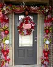50 Front Porches Farmhouse Christmas Decor Ideas (33)
