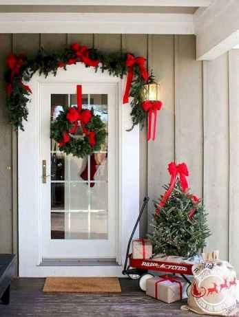 50 Front Porches Farmhouse Christmas Decor Ideas (44)
