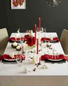 50 Stunning Christmas Table Dining Rooms Decor Ideas (28)