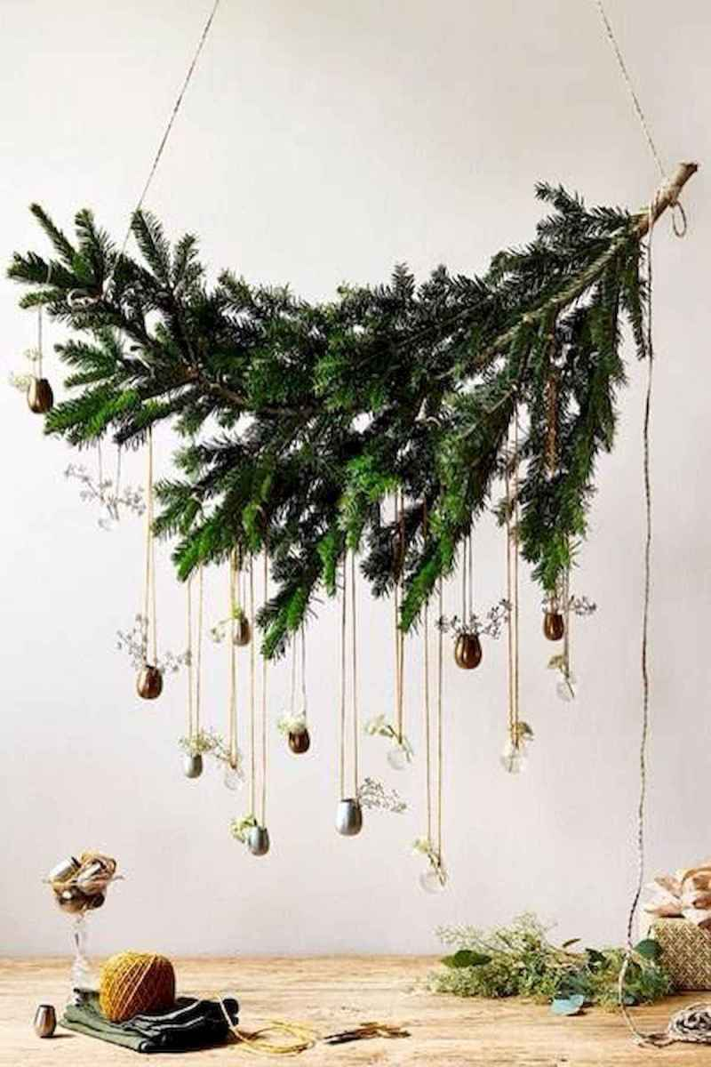 50 Stunning Christmas Table Dining Rooms Decor Ideas (31)