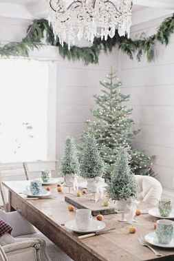 50 Stunning Christmas Table Dining Rooms Decor Ideas (45)