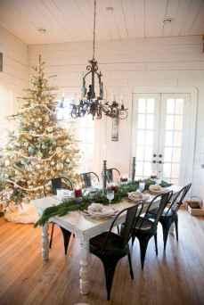 50 Stunning Christmas Table Dining Rooms Decor Ideas (47)
