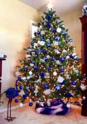 60 Awesome Christmas Tree Decor Ideas (37)