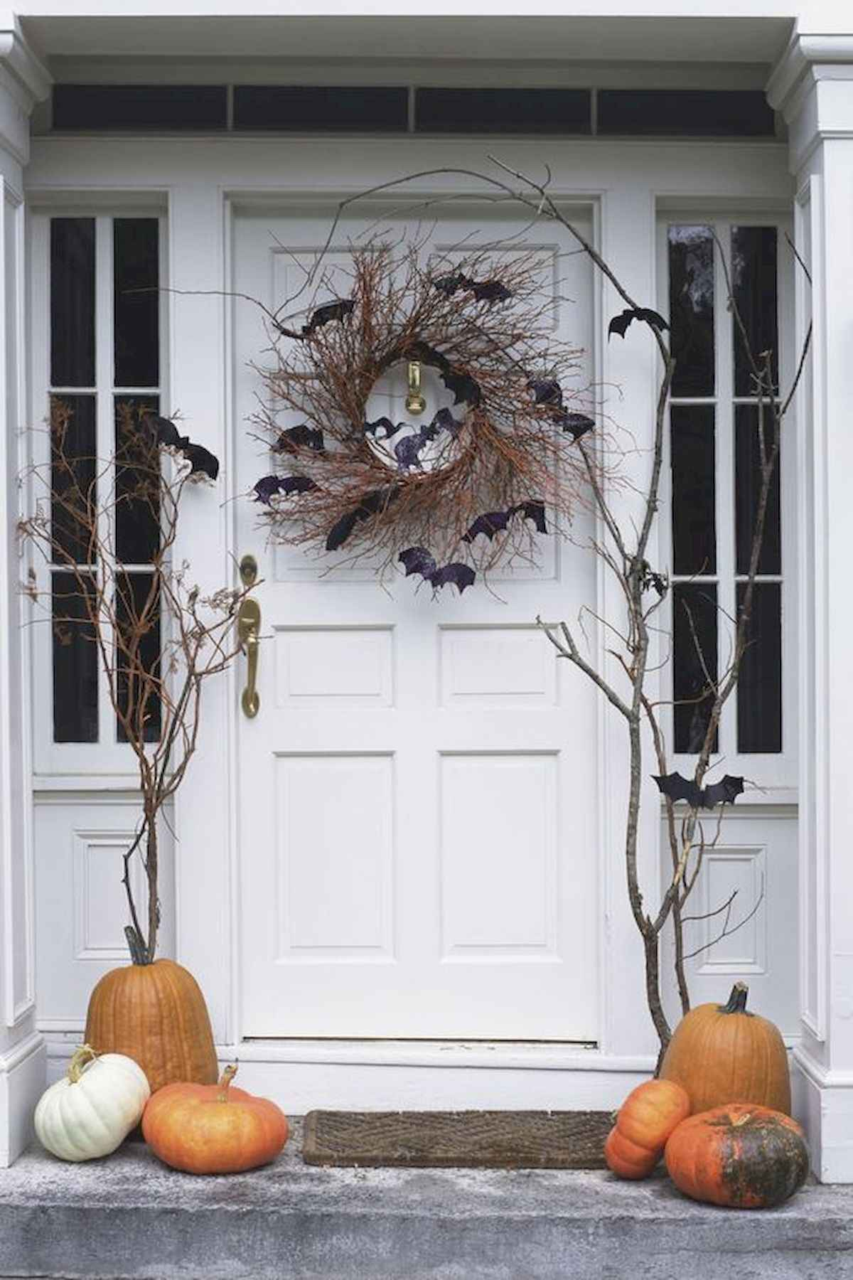 22 Chilling and Creative Halloween Porch Decorations 21