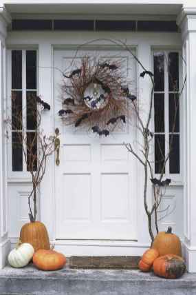 22 Chilling and Creative Halloween Porch Decorations (21)