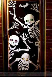 25 Creative Halloween Door Decorations for 2018 (14)
