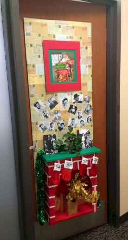 40 Simple DIY Christmas Door Decorations For Home And School (12)