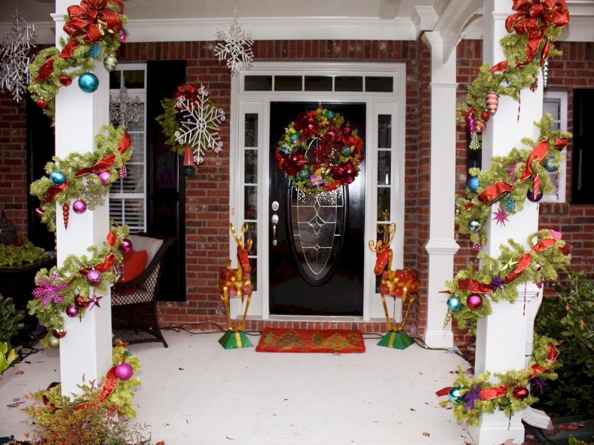 50 Awesome Christmas Front Porch Decor Ideas And Design (1)