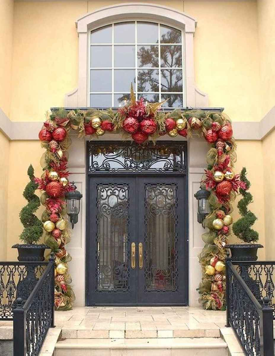 50 Awesome Christmas Front Porch Decor Ideas And Design (13)
