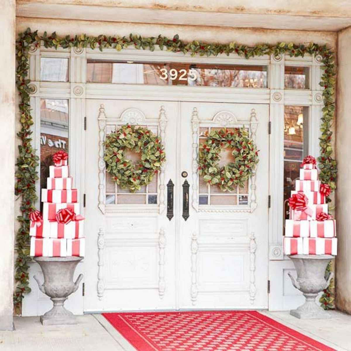 50 Awesome Christmas Front Porch Decor Ideas And Design (25) & 50 Awesome Christmas Front Porch Decor Ideas And Design (25 ...
