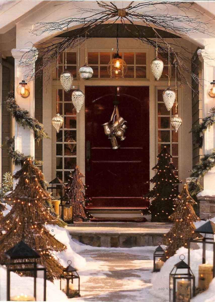 50 Awesome Christmas Front Porch Decor Ideas And Design (38)