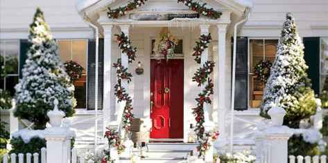 50 Christmas Front Porch Decor Ideas And Makeover (16)