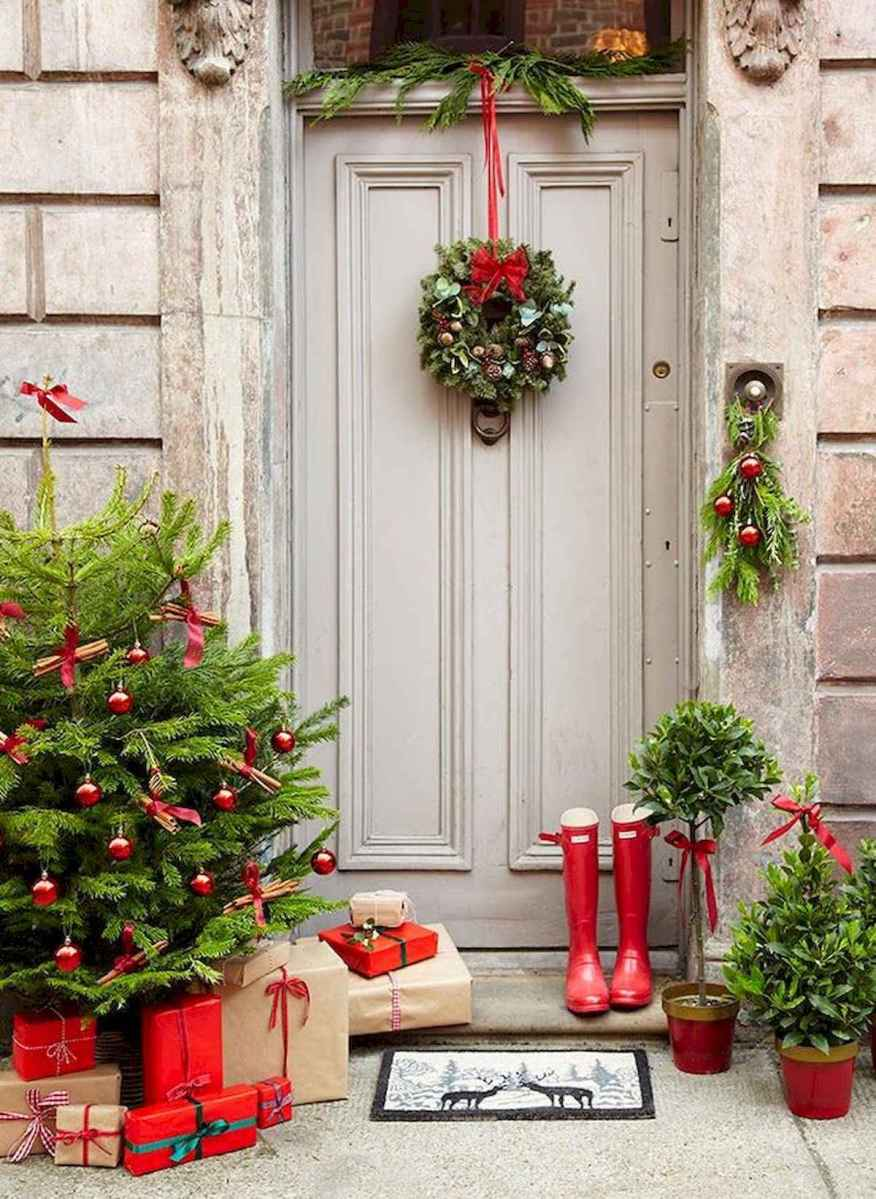 50 Christmas Front Porch Decor Ideas And Makeover (31)