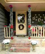 50 Christmas Front Porch Decor Ideas And Makeover (33)