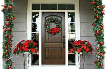 50 Christmas Front Porch Decor Ideas And Makeover (36)
