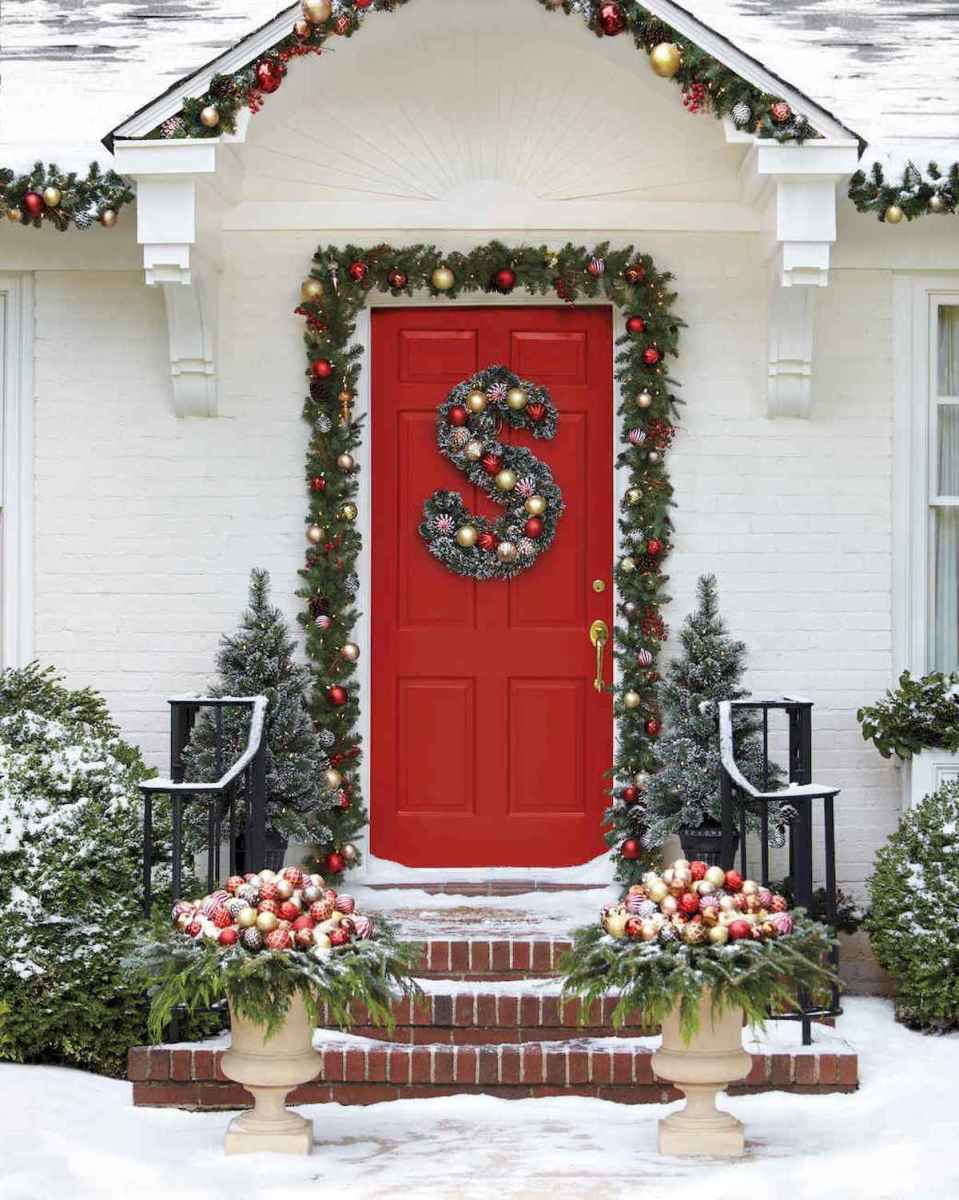50 Christmas Front Porch Decor Ideas And Makeover (40)
