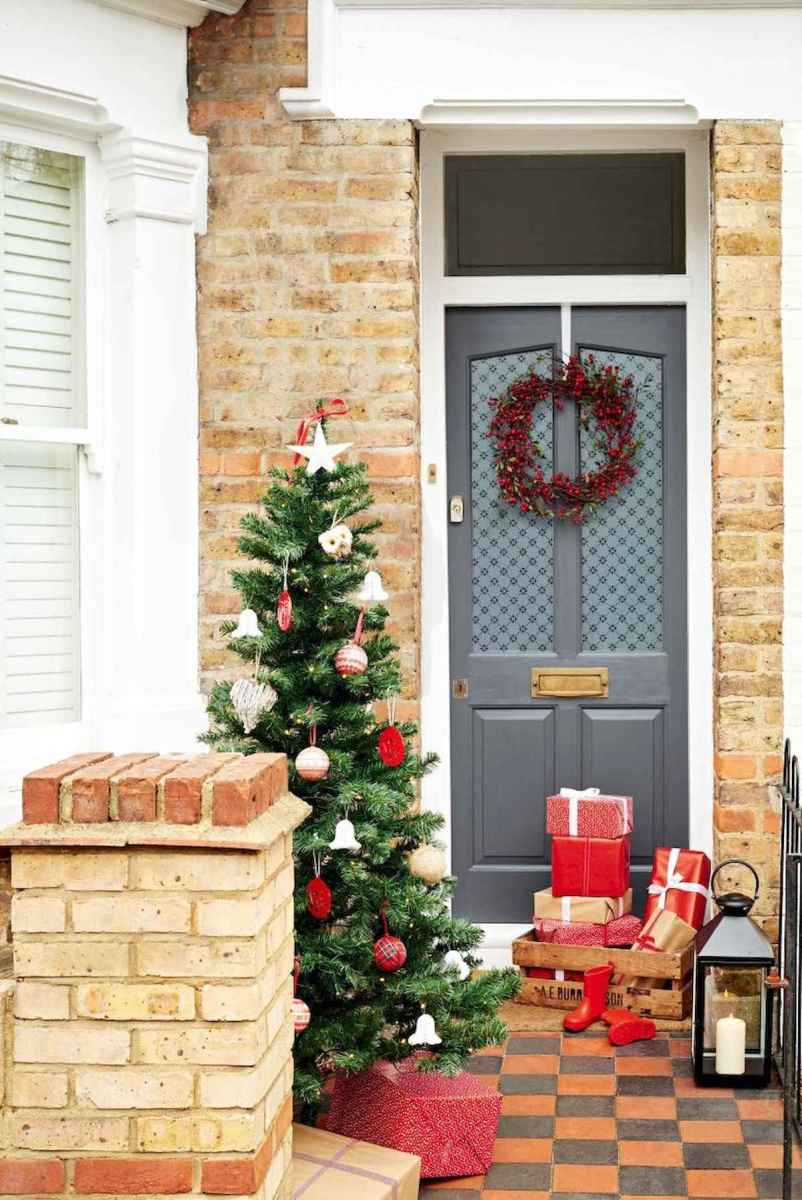 50 Christmas Front Porch Decor Ideas And Makeover (43)