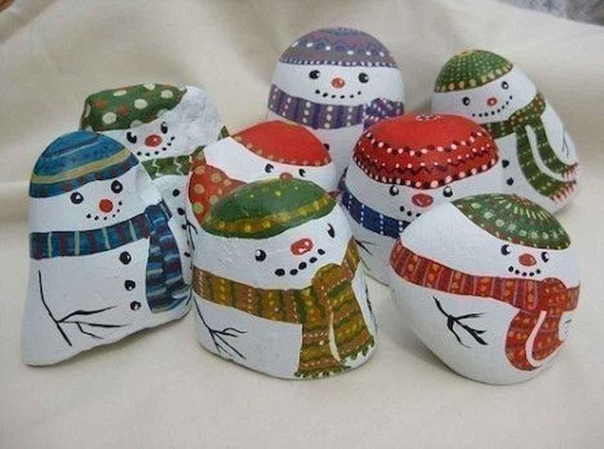 50 Easy DIY Christmas Painted Rock Design Ideas (14)