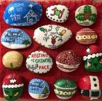 50 Easy DIY Christmas Painted Rock Design Ideas (21)