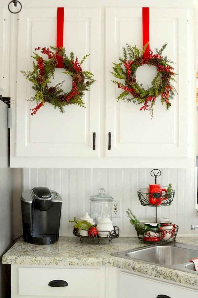 20 Elegant Christmas Kitchen Decor Ideas And Makeover (4)