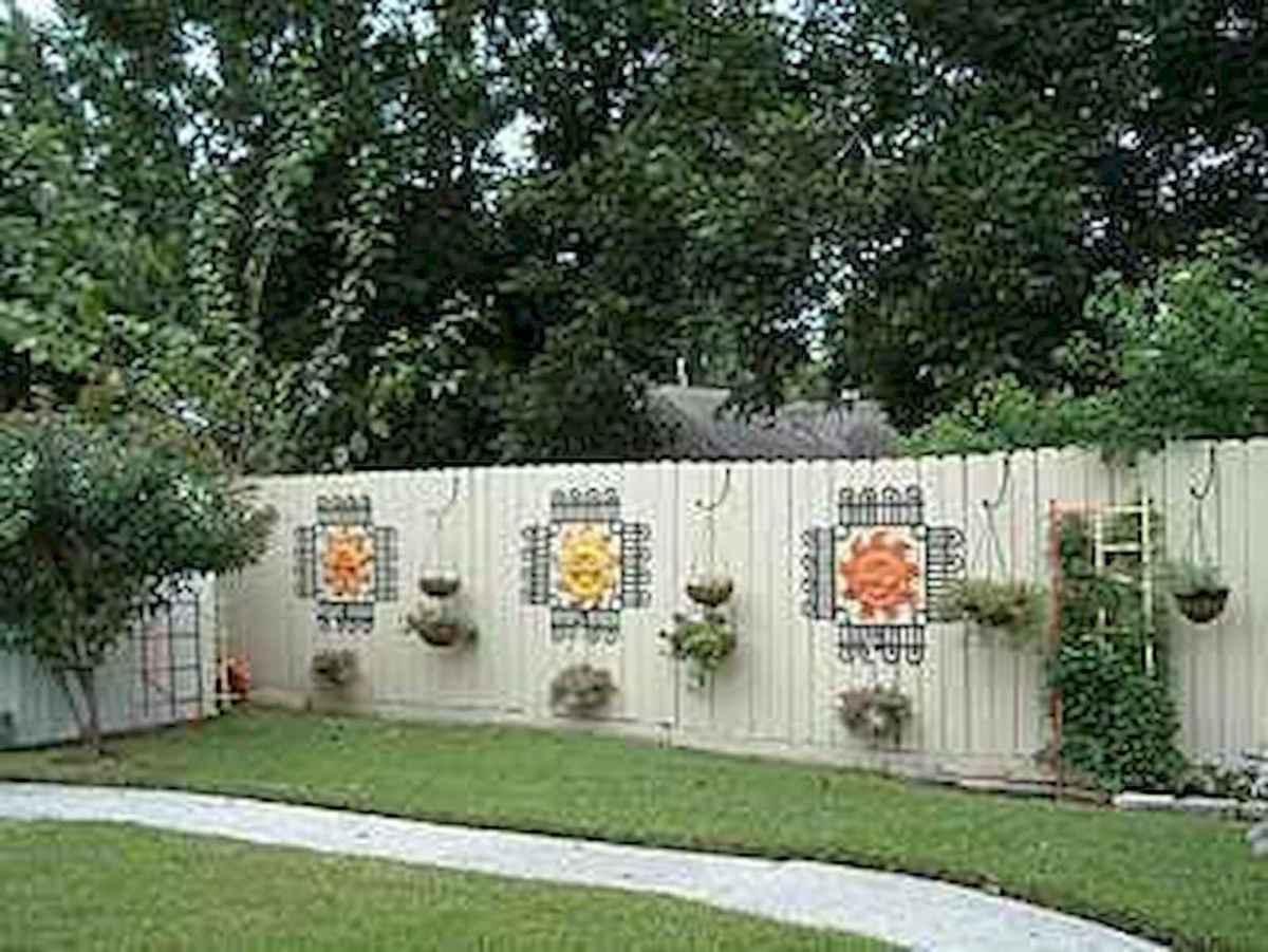 40 Unique Garden Fence Decoration Ideas (12)