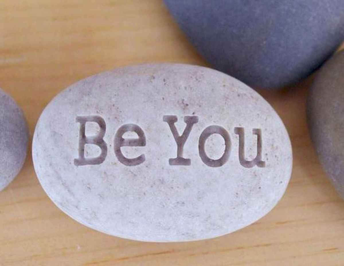 25 Gorgeous Painted Rocks Valentines Day Ideas (1)