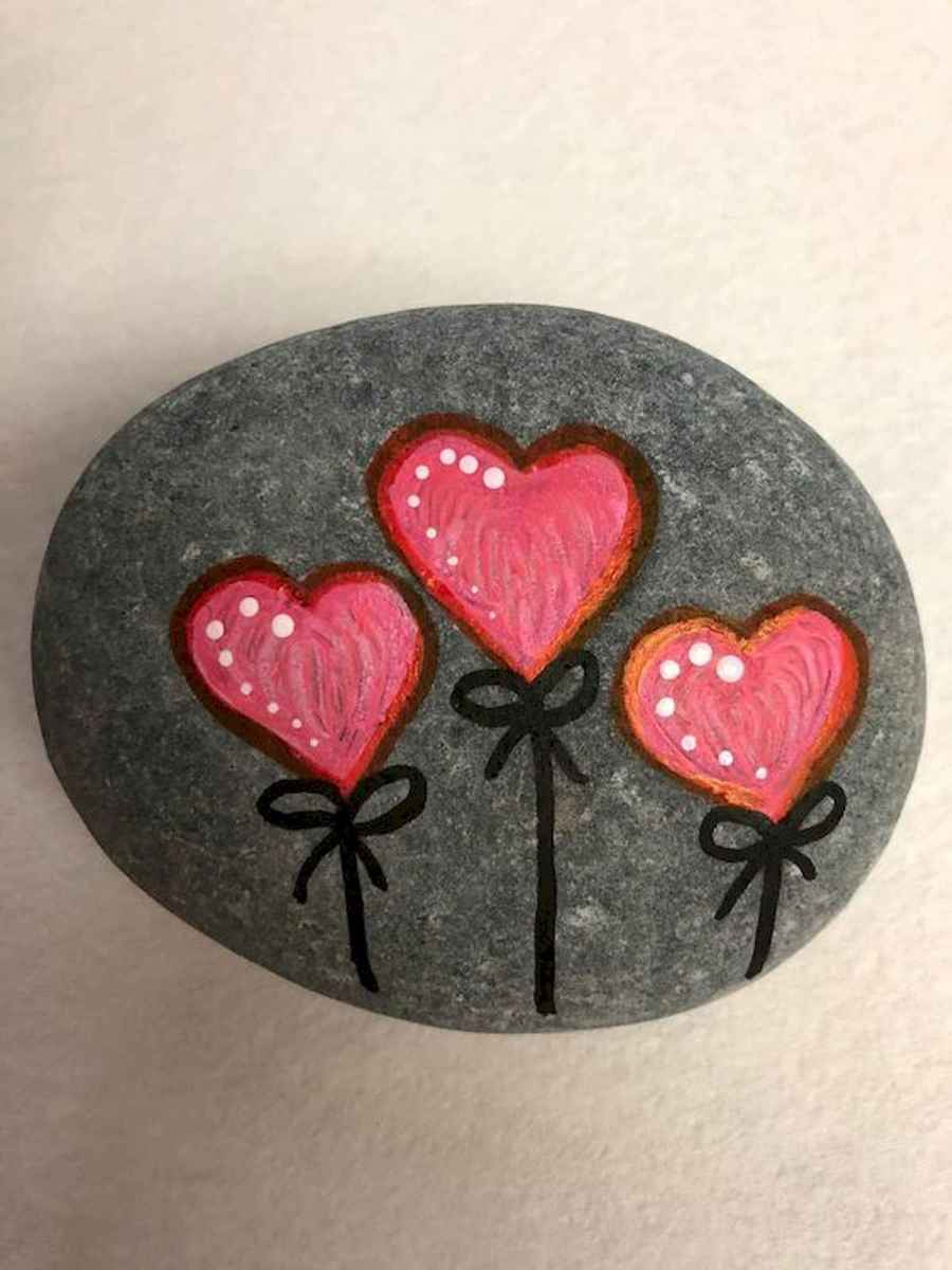 25 Gorgeous Painted Rocks Valentines Day Ideas (12)