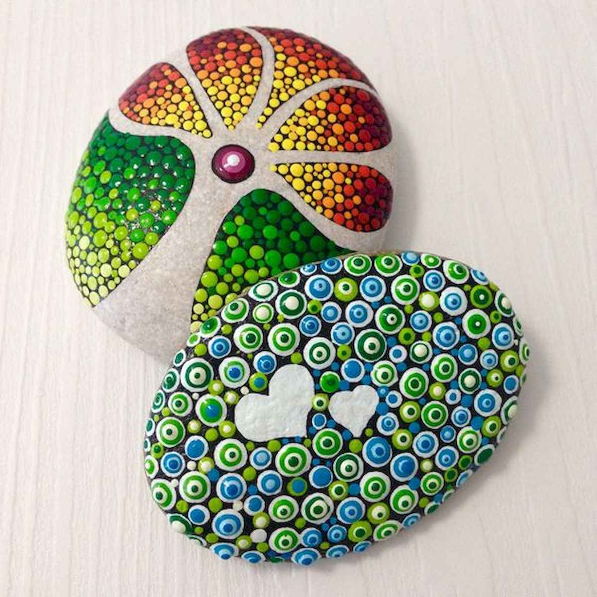 25 Gorgeous Painted Rocks Valentines Day Ideas (19)