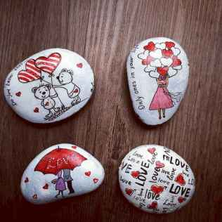 25 Gorgeous Painted Rocks Valentines Day Ideas (20)