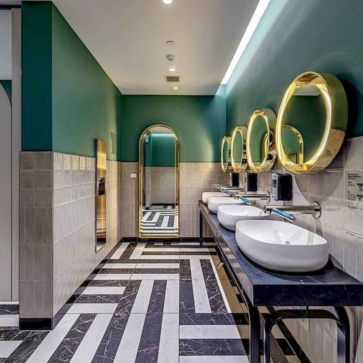 70+ Cool Colorful Bathroom Decor Ideas And Remodel for Summer Project (7)