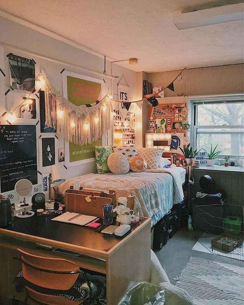 80 Fantastic Small Apartment Bedroom College Design Ideas and Decor (43)