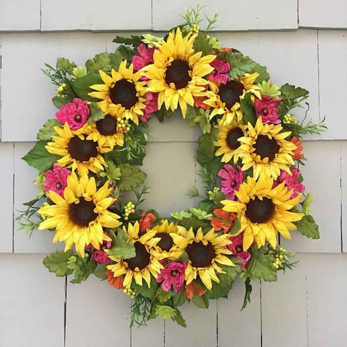 60 Beautiful Front Door Summer Wreath Decor Ideas (15)