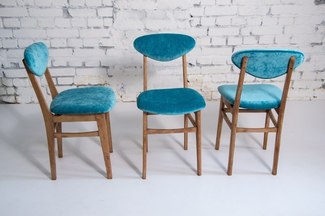 chairs-2160184_1280