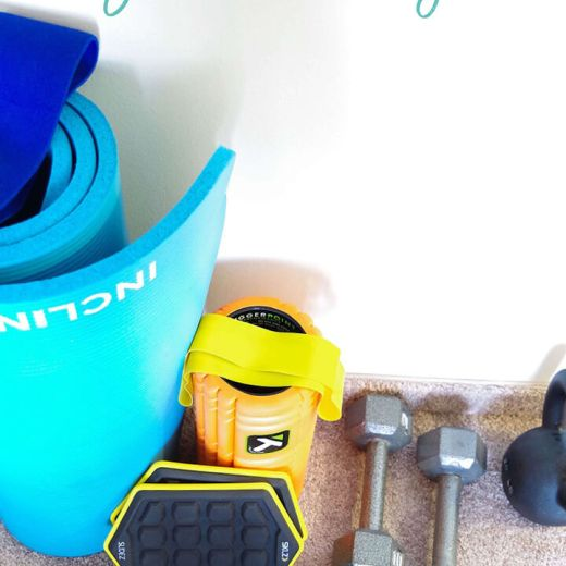 The complete guide to start your own home gym and exercise at home   exercising at home   exercise at home and build your own living room gym