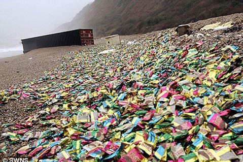 Large amounts of litter on a beach