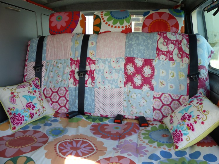 I think the seating area is crying out for some granny square cushions. It's on my long 'to do list...'!