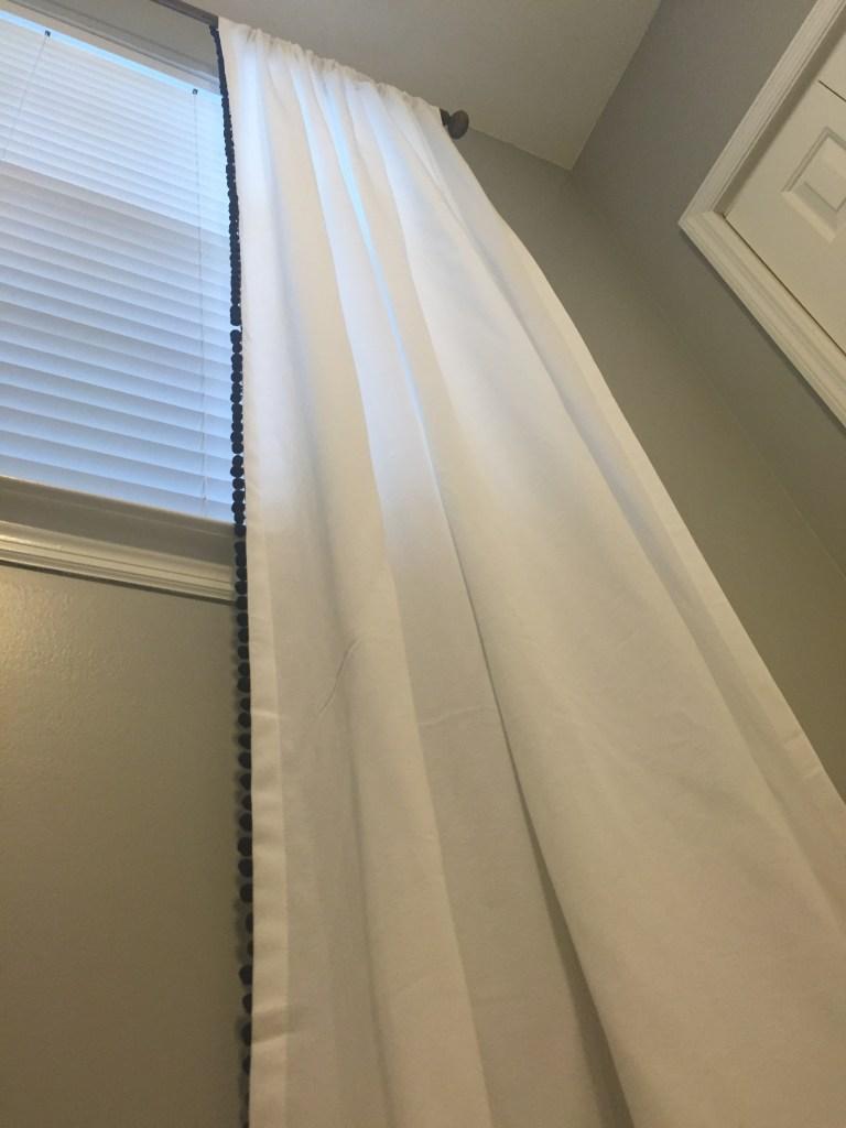 pom curtain 09
