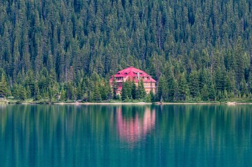 Num-Ti-Jah Lodge on Bow Lake in Banff National Park. Dawn Page / CoastsideSlacking