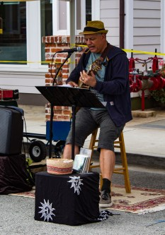 Entertainment at the Coastside Farmer's Market in Pacifica, CA. Dawn Page / CoastsideSlacking
