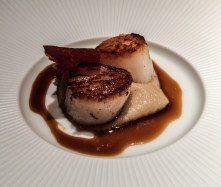 Pan seared scallops at Cinc Sentits. Dawn Page / CoastsideSlacking