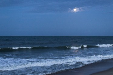 Moon over Kitty Hawk. Dawn Page/CoastsideSlacking