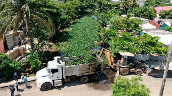 Desazolvan canal de 700 metros en colonia Independencia ...