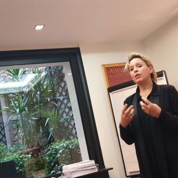 Ann-Sylvie nous guide dans la pratique de l'improvisation