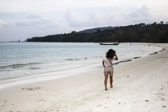 cobaltstate_cambodia_koh_rong_island_floriane_beach_back