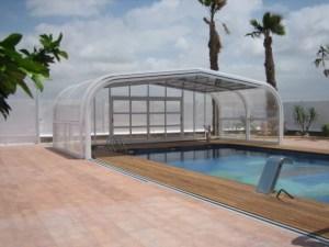 Cubierta para piscina movible manualmente