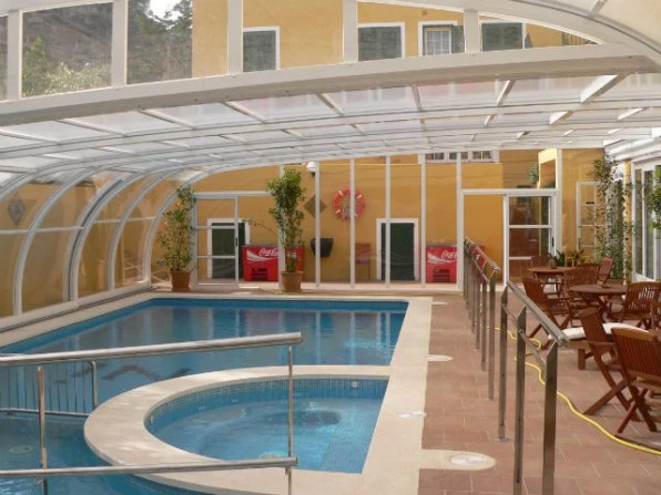 Cubierta de piscina hotel Menorca