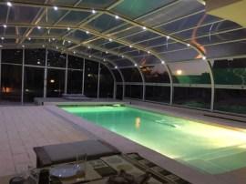 Cobertes de piscina amb llum