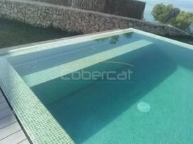 enrollador persiana en interior de piscina