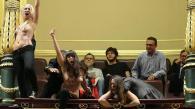 9. Femen irrumpe en el Congreso a favor del aborto libre (Jaime Garcia)