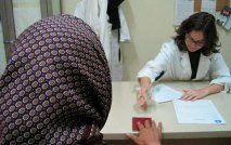 29. España incumple la ley al dejar a los simpapeles sin sanidad